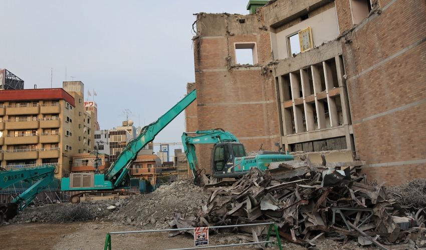 長崎市公会堂解体現場
